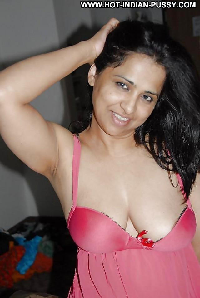 Sexy indian wife fuck shared by husband