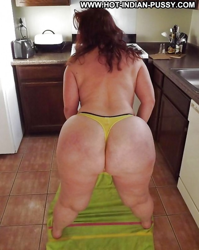 Huge ass mom
